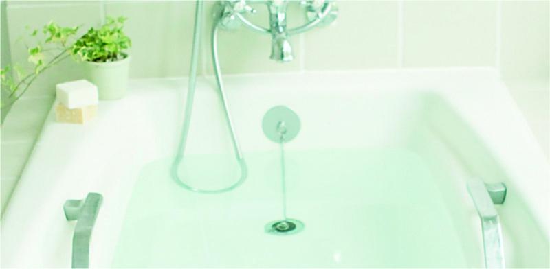 KL-087_洗濯槽・浴槽ゴミとりネット_KOKUBO小久保工業所_浴槽使用シーン