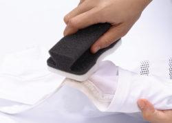 3807_泥汚れクリーナースポンジ_KOKUBO小久保工業所_使用シーン2服洗い