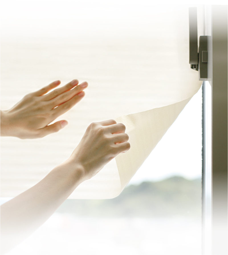 3589_冷気&結露を防ぐ窓ガラスシート2枚入_KOKUBO小久保工業所_使用シーン
