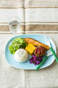 07焼き鮭おハンバーグのワンプレート_KOKUBO本「おうちごはんとおべんとう」